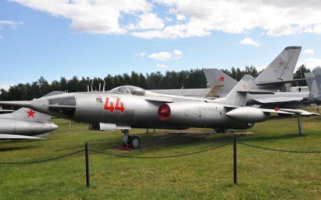 Самолет Як-28: сверхзвуковой бомбардировщик перехватчик, характеристики, сравнение с Як-28П