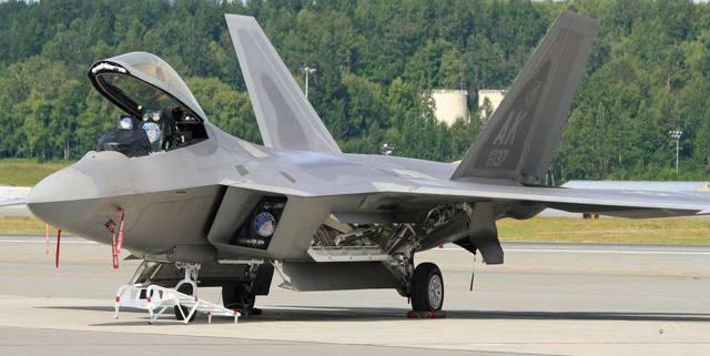 f-22 в прицеле Су-35: сравнительные характеристики моделей самолетов, кто сильнее по мнению экспертов, воздушный бой