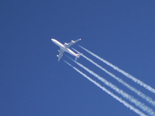 Почему самолет оставляет белый след и как он называется: реактивный, спутный, конденсационный и инверсионный