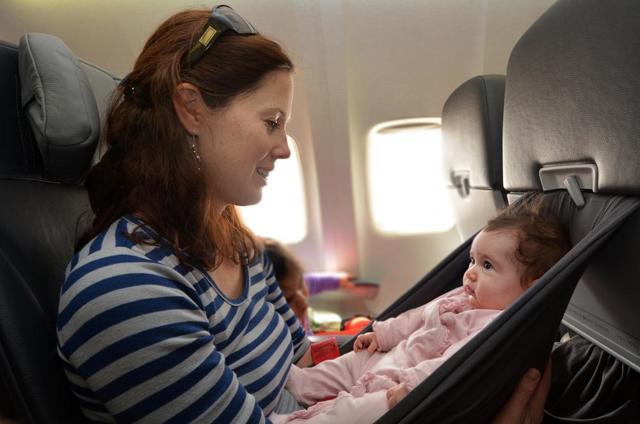 До скольки лет дети бесплатно летают на самолете: до какого возраста можно не платить за авиабилет ребенка, правила расчета стоимости перелета