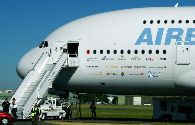 Двухэтажный самолет: история создания, описание моделей боинга и аэробуса