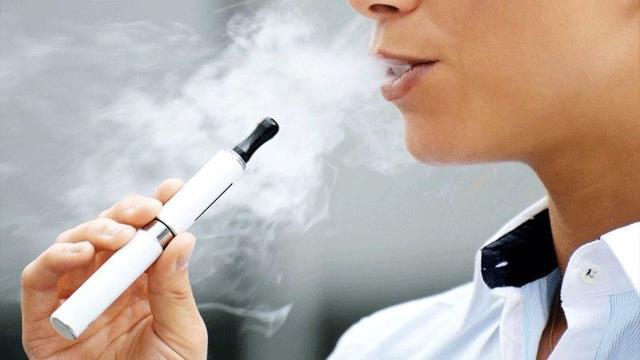 Можно ли курить вейп, электронные сигареты или айкос в самолетеив аэропорту, провоз в ручной клади и багажном отделении