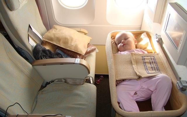 Перелет в самолете с ребенком: правила проезда с детьми, с грудничками и несовершеннолентими