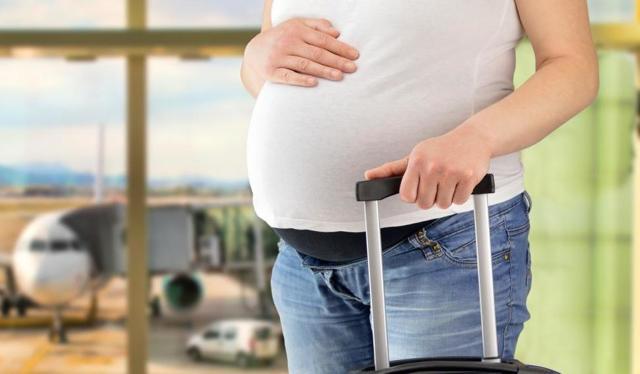 Можно ли беременным летать на самолете: на каких триместрах полеты запрещены и почему