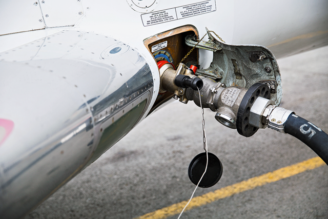 Авиационное топливо: виды горючего для самолетов, расход, заправка