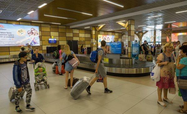 Правила личного досмотра: проверка ноутбука и телефона в аэропорту