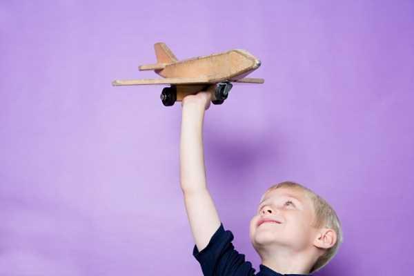 Полет на самолете с температурой: ребенку, взрослому, при 38 градусах, как перелет влияет на здоровье, какие возможны последствия