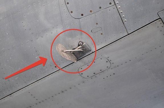 Иллюминатор самолета: устройство, форма, конструкция
